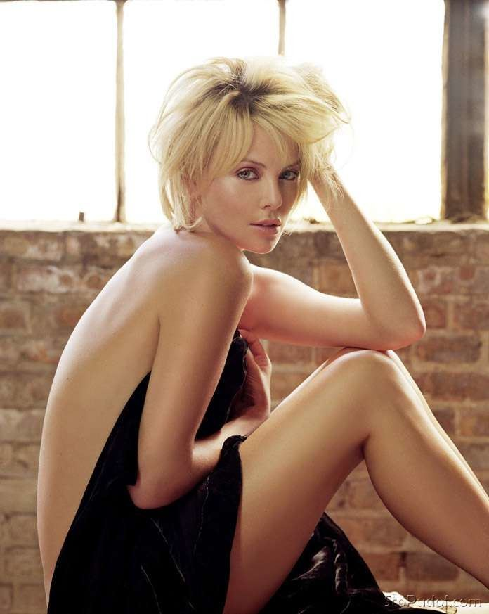 real nude photo of Charlize Theron - UkPhotoSafari