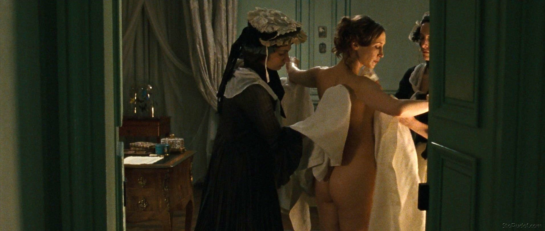 real nude photo of Vera Farmiga - UkPhotoSafari
