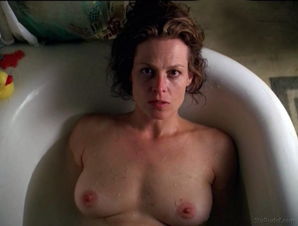 see naked Sigourney Weaver pictures - UkPhotoSafari
