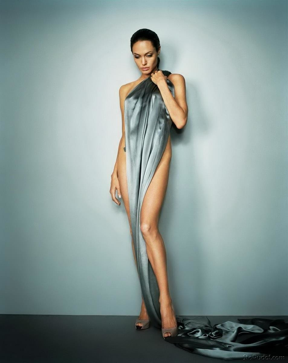 see naked pictures Angelina Jolie - UkPhotoSafari