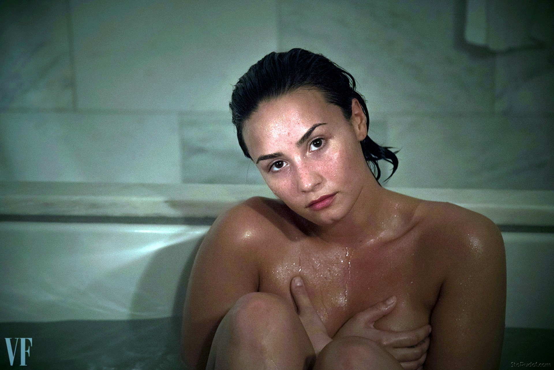 see photos of Demi Lovato nude - UkPhotoSafari