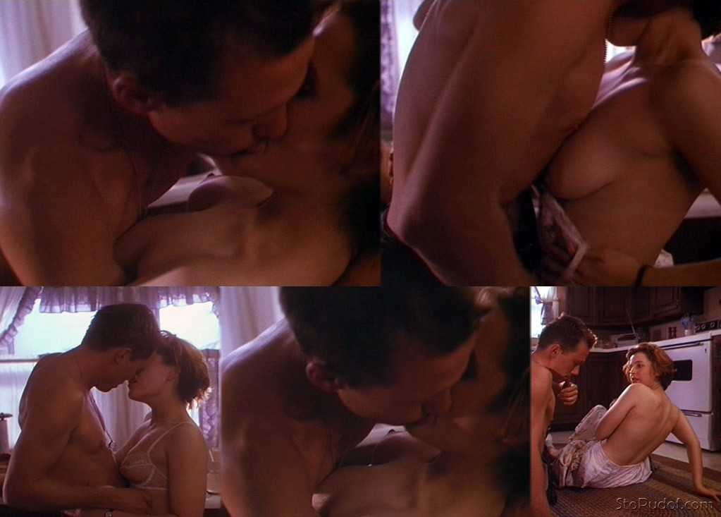Dana scully gillian anderson hottest scene ever