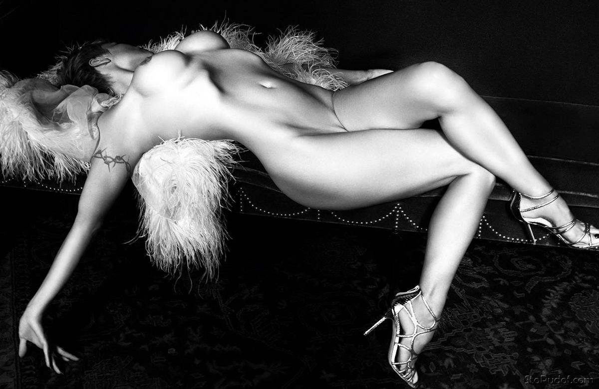 the Pamela Anderson nude photos - UkPhotoSafari
