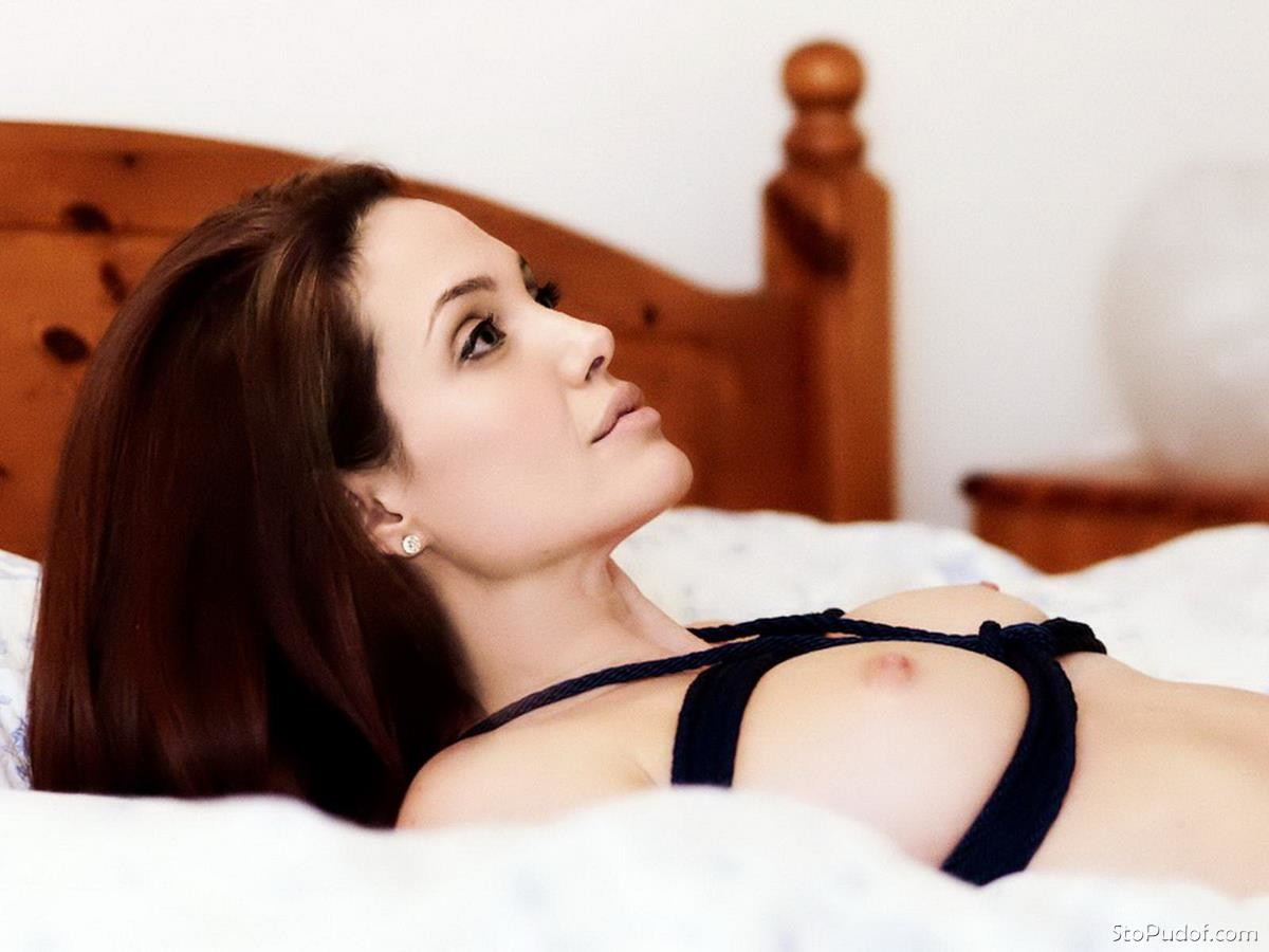 the pictures of Angelina Jolie nude - UkPhotoSafari