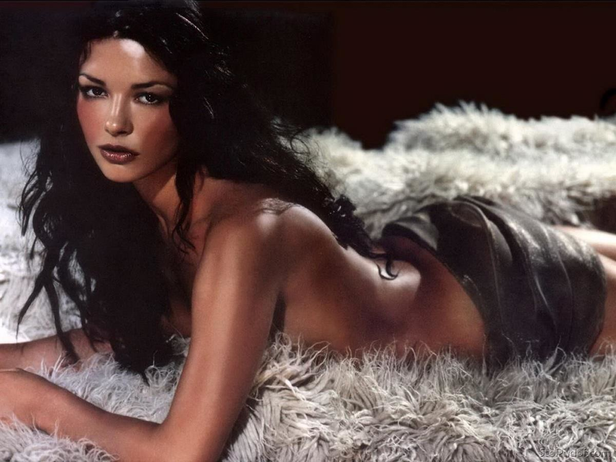 view Catherine Zeta Jones nude hacked photos - UkPhotoSafari