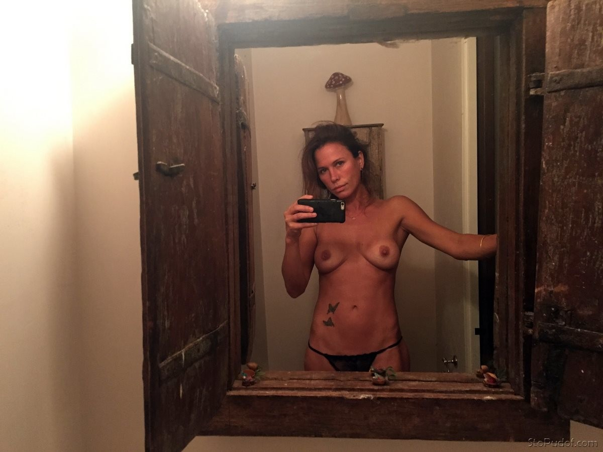view photos of Rhona Mitra nude - UkPhotoSafari
